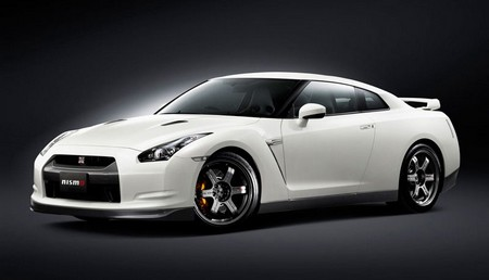 Nissan GT R 1 Nissan GT R   Four Seasons Review